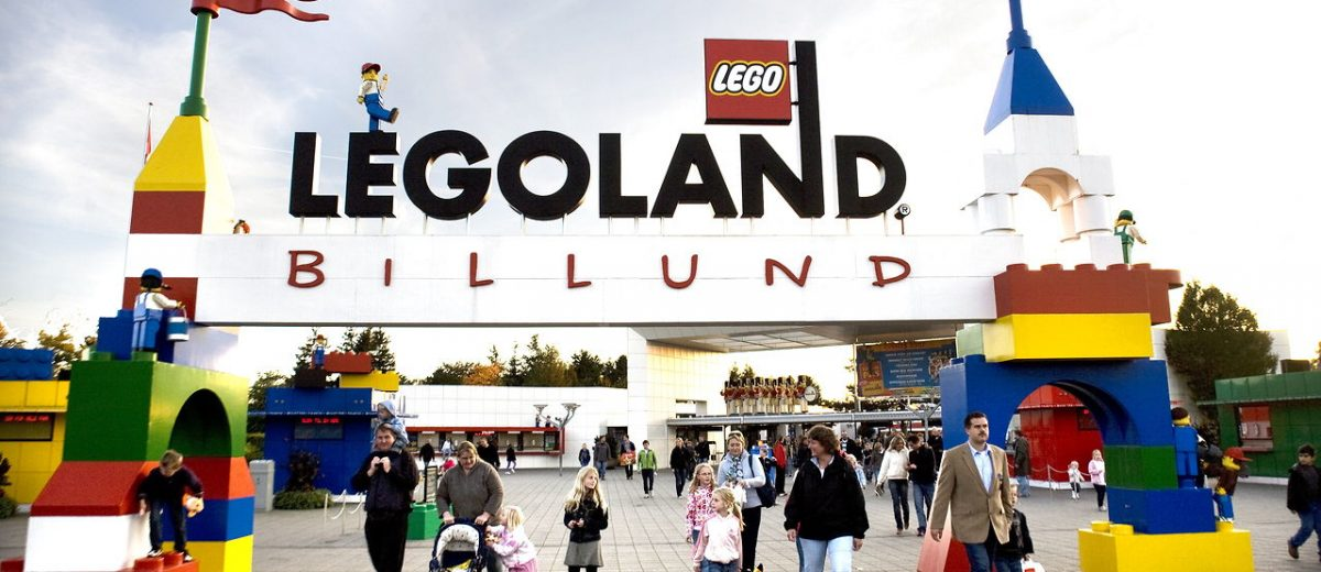 "epa02322637 (FILE) A file image dated 07 October 2007 showing Danish toy manufacturer LEGO entrance to Legoland theme park in Billund, Denmark. Danish toy company Lego on 08 September 2010 reported a ""very satisfactory"" growth in sales and a rise in net profit for the first half of 2010. Net profit increased to 1.1 billion kroner (187 million dollars), compared to 664 million kroner for the corresponding six-month period in 2009. Net sales increased 34 per cent year-on-year to 5.9 billion kroner, the family-owned group said. EPA/JENS NOERGAARD LARSEN DENMARK OUT"