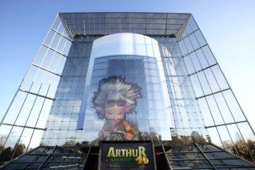Vue de la façade du bâtiment de l'attraction Arthr l'aventure 4D.